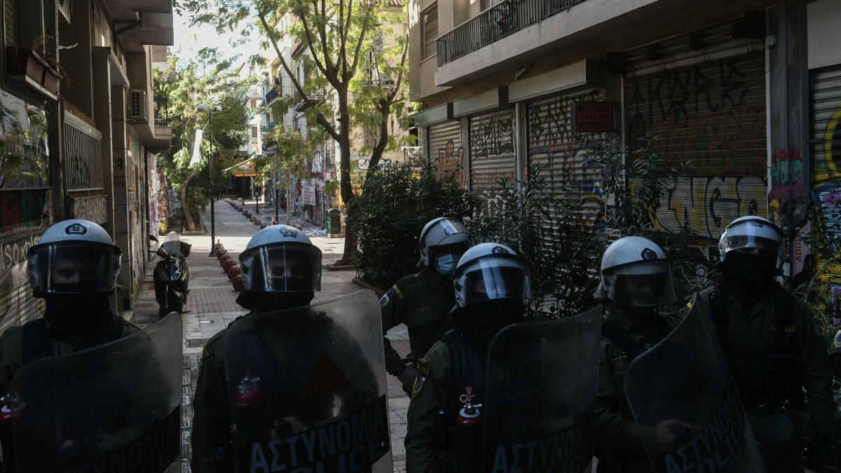 Αστυνομία -Καταστολή - Ματ στις γειτονιές του κέντρου της Αθήνας 6/12/2020 - Απαγορεύουν την πρόσβαση στο μνημείο του δολοφονημένου 15χρονου, από αστυνομικούς, Αλέξη Γρηγορόπουλου