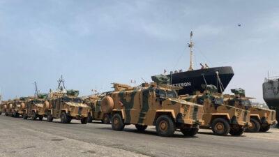 Τουρκικά τεθωρακισμένα μεταφοράς προσωπικού (APC) στο λιμάνι της Τρίπολης, στη Λιβύη