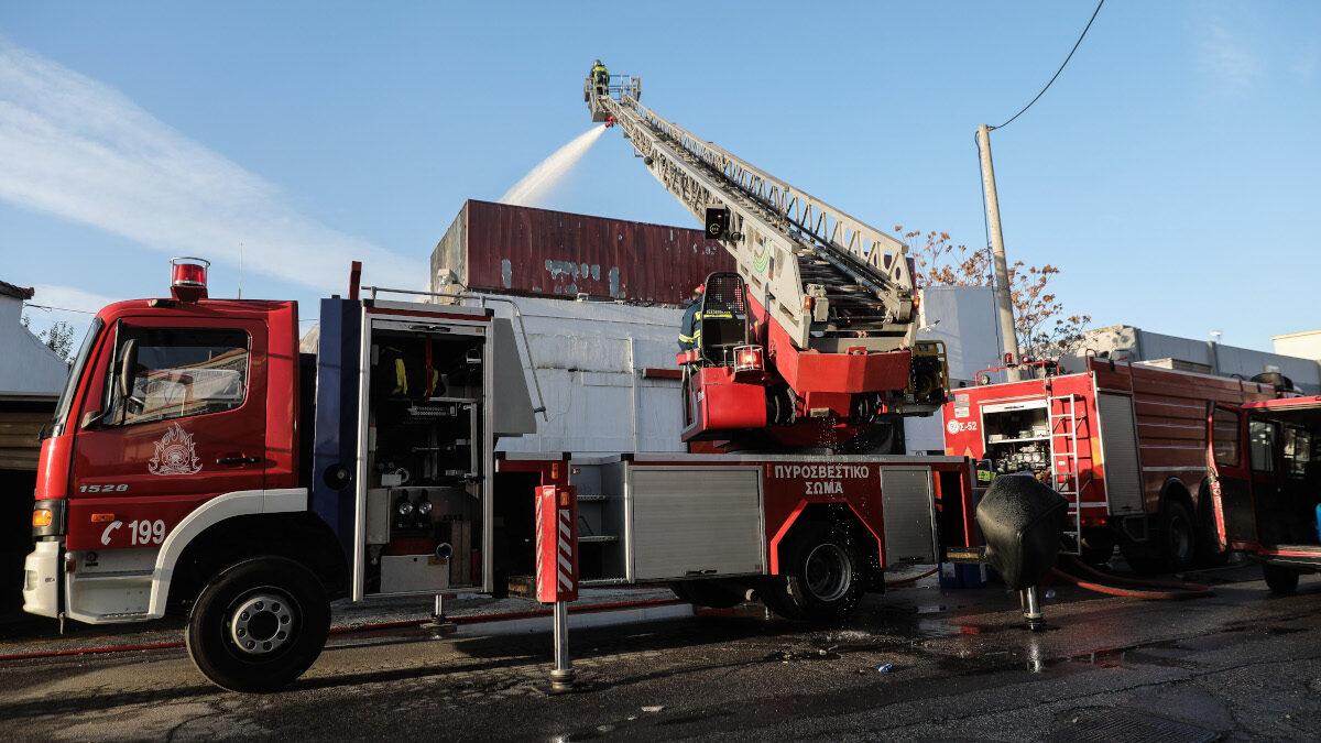 Πυροσβεστική - Πυρκαγιά σε βιοτεχνία στην οδό Ταύρου στο Μοσχάτο, την Τετάρτη 9 Δεκεμβρίου 2020