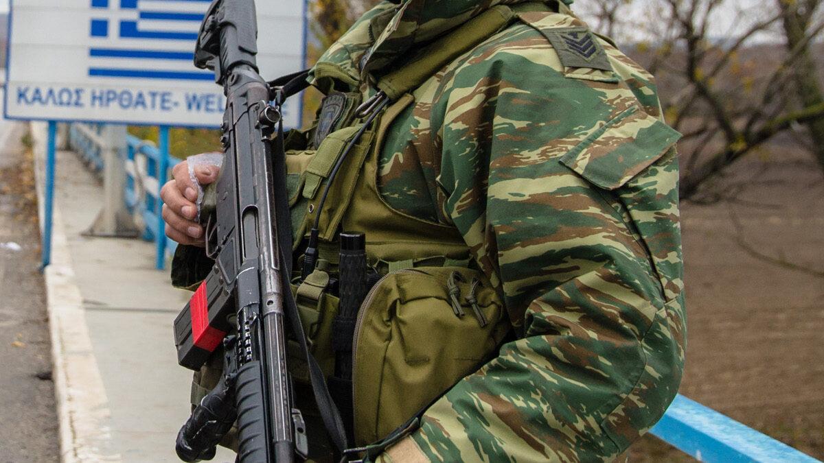 Στρατιώτικός σε φυλάκιο συνοριακού σταθμού στον Έβρο