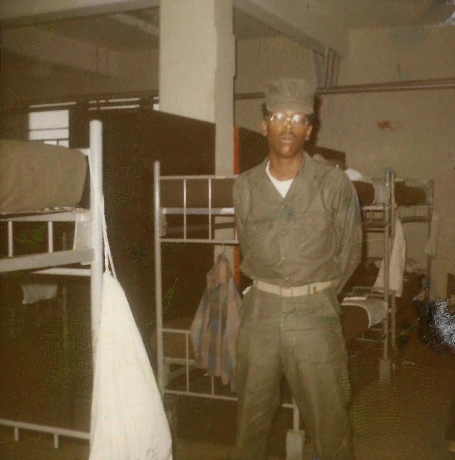 Ο στρατιώτης Alexander Jenkins Jr στο Αρματαγωγό USS Sumter (LST-1181)