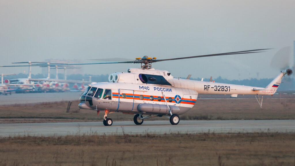 Σωστικό ρωσικό ελικόπτερο MI-8 EMERCOM