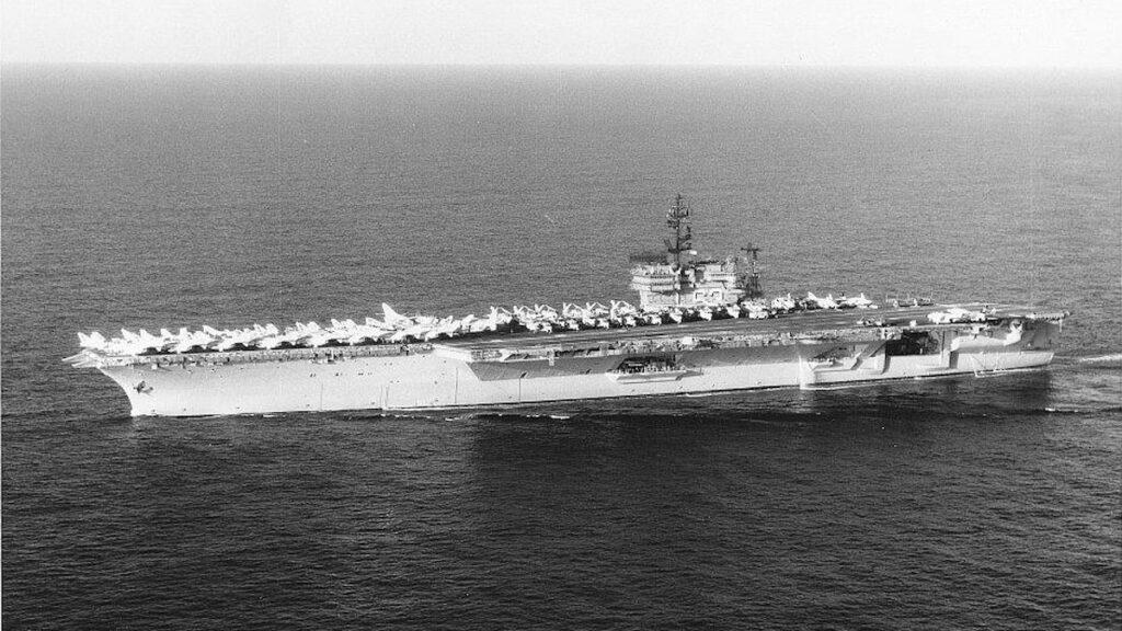Το Αεροπλανοφόρο USS Kitty Hawk CV 63 το 1972