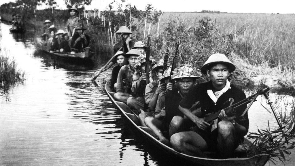 Βιετκόνγκ: Αντάρτες του FLN ή στα ελληνικά του Εθνικού Μετώπου για την Απελευθέρωση του Νότιου Βιετνάμ (Mặt Trận Giải Phóng Miền Nam Việt Nam)