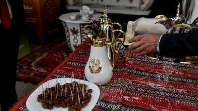 Μέση Ανατολή - Άραβες - Γεύμα - Παραδοσιακό αραβικό τραπέζι - κεράσματα