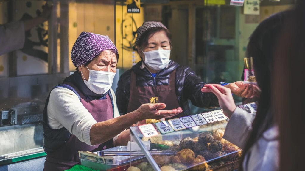 Φαγητό δρόμου στο Ueno, Taitō, στην Ιαπωνία