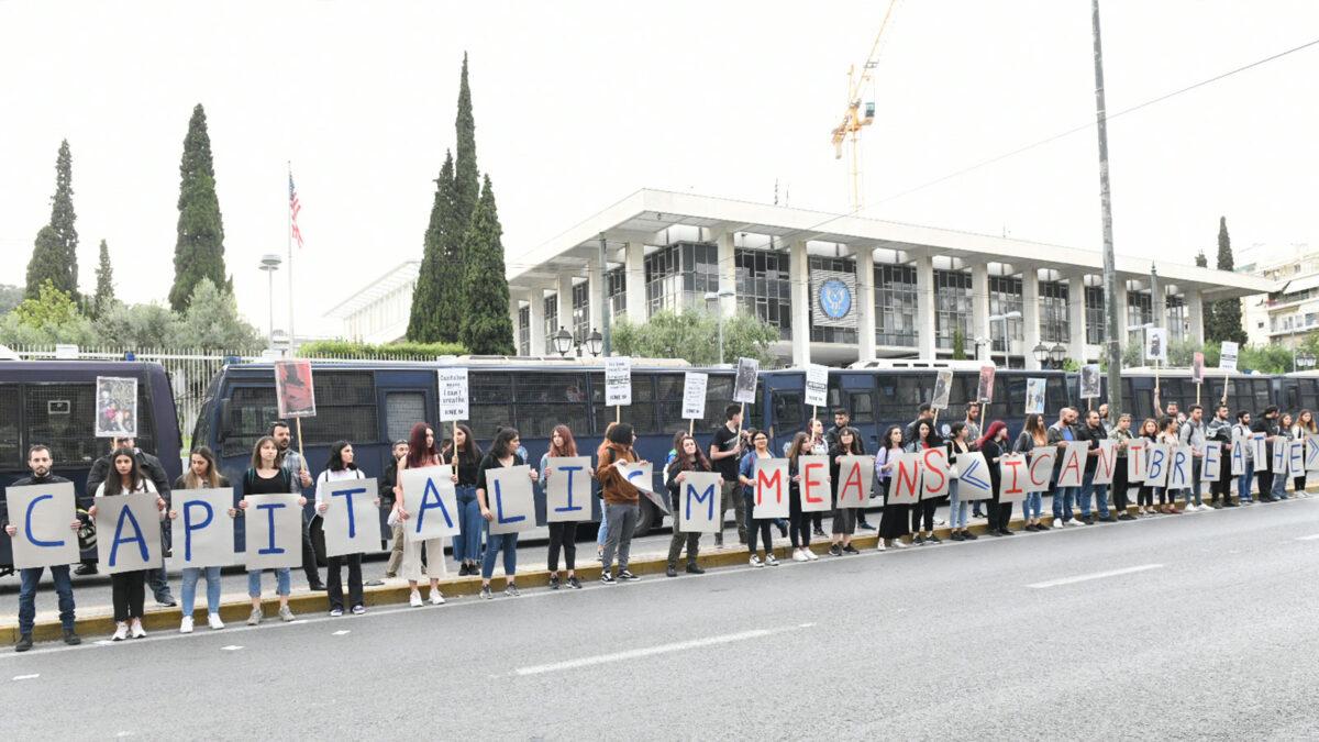 Αθήνα: Διαμαρτυρία στην Αμερικανική Πρεσβεία ενάντια στη βαρβαρότητα και την καταστολή στις ΗΠΑ