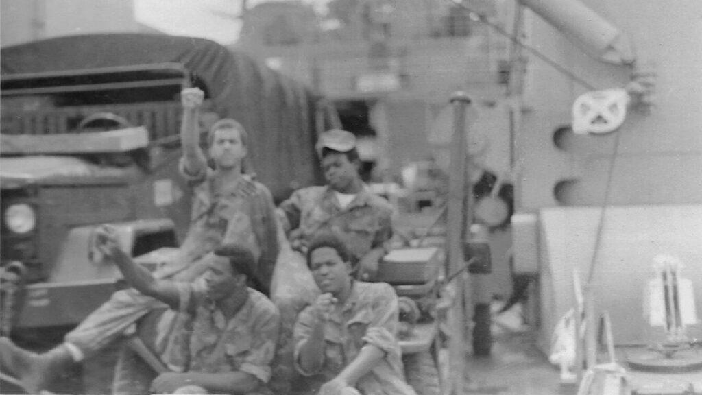Πεζοναύτες στο Αρματαγωγό USS Sumter (LST-1181) του Πολεμικού Ναυτικού των ΗΠΑ