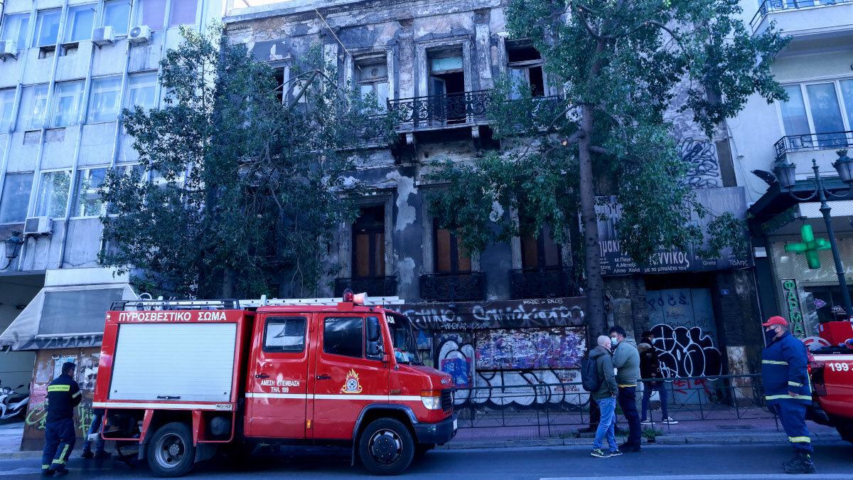 Επέμβαση της Πυροσβεστικής σε πυρκαγιά στο κέντρο της Αθήνας - Γενάρης 2021