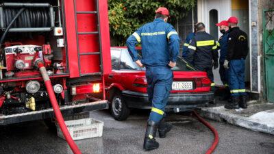 Πυροσβέστες επιχειρούν σε φωτιά σε διαμέρισμα στην οδό Θήρας στα Καμίνια - Εντοπίστηκε νεκρή / 30-12-2020