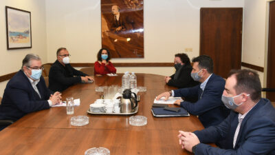 Αντιπροσωπία του ΚΚΕ με επικεφαλής τον ΓΓ της ΚΕ του ΚΚΕ Δ. Κουτσούμπα είχε συνάντηση με αντιπροσωπεία του ΔΣ της Πανελλήνιας Ομοσπονδίας Λιμενικών (ΠΟΛ) με επικεφαλής τον πρόεδρό της Κωνσταντίνο Κυράνη