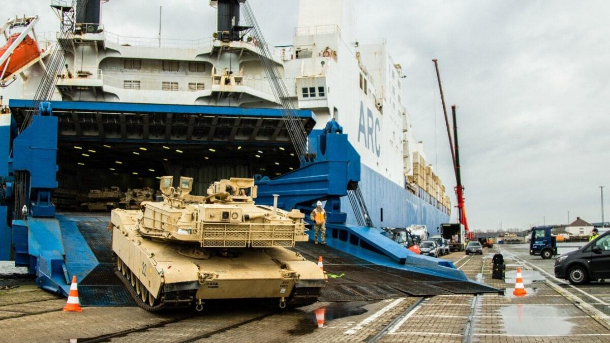 Αποβίβαση τεθωρακισμένων ΕΔ των ΗΠΑ σε λιμάνι της Γερμανίας για τη συμμετοχή τους στην ΝΑΤΟϊκή άσκηση Steadfast Defender 2020 - Φλεβάρης 2020