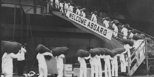 Αεροπλανοφόρο USS CONSTELLATION (CV64) - 970 Ναύτες επιβιβάζονται για να συμπληρώσουν το πλήρωμα των 4000 συνολικά - Ναυπηγεία Νέας Υόρκης 1964