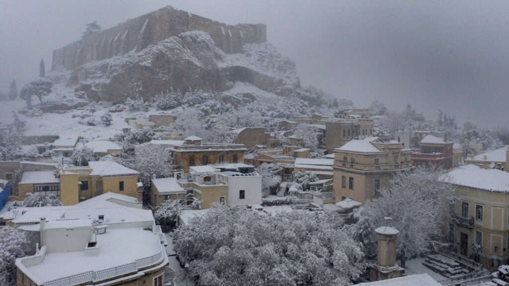 Χιόνια στην Αθήνα - Ακρόπολη, Πλάκα