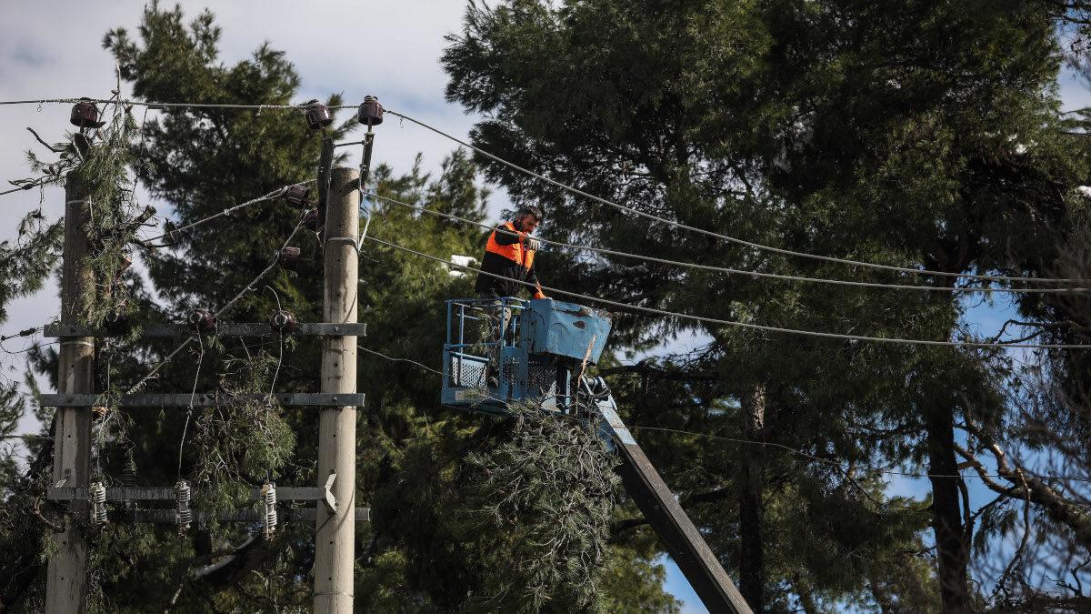 Εργασίες αποκατάστασης του ηλεκτρικού δικτύου στο Διόνυσο