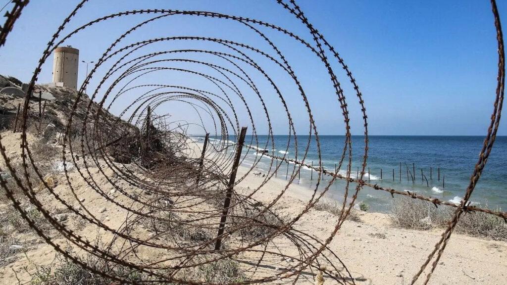 Συρματόπλεγμα στα όρια της Γάζας με το Ισραήλ στη θάλασσα