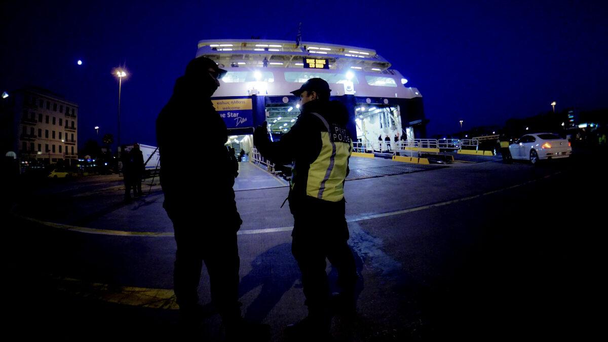 Έλεγχος του Λιμενικού στο Λιμάνι του Πειραιά