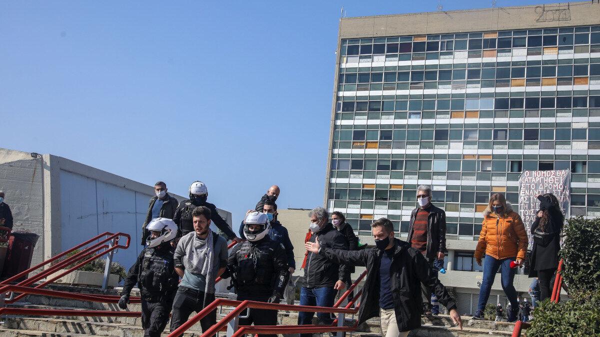 Κρατική καταστολή - Εισβολή των ΜΑΤ στην Πανεπιστημιούπολη του Αριστοτέλειου Πανεπιστημίου Θεσσαλονίκης - 22/2/2021