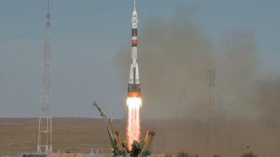 Ο Πύραυλος Soyuz στην 57 εκτόξευση από το Κοσμοδρόμιο του Μπαϊκονούρ του Καζακστάν για το Διεθνή Διαστημικό Σταθμό