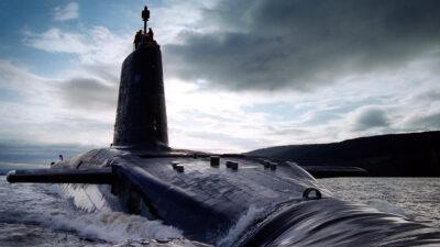 Μ. Βρετανία - Πυρηνοκίνητο Υποβρύχιο του Πολεμικού Ναυτικού του Ηνωμένου Βασιλείου (HMS Victorious) που φέρει διηπειρωτικούς πυραύλους με πυρηνικές κεφαλές