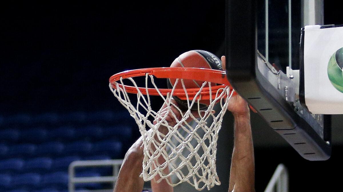 Μπάσκετ - καλάθι - μπάλα - κάρφωμα