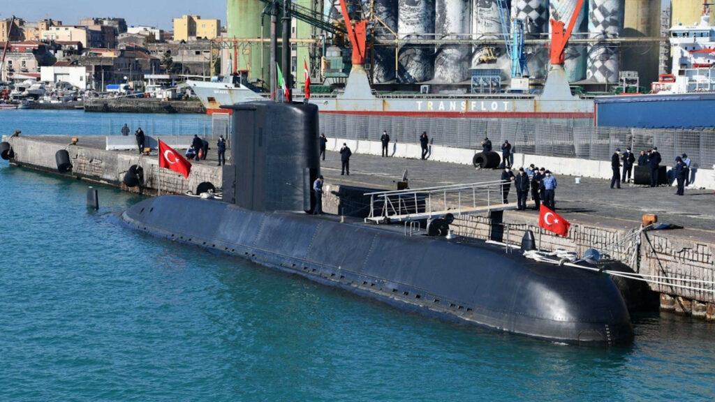 Τουρκικό Υποβρύχιο στο λιμάνι της Κατάνιας στο πλαίσιο της Dynamic Manta 21 με την Νατοϊκή Αρμάδα SNMG2