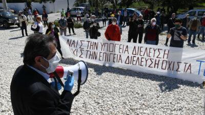 Με τη συμμετοχή πολλών δημοτικών παρατάξεων και φορέων πραγματοποιήθηκε η συγκέντρωση διαμαρτυρίας του Δήμου Πατρέων, στον σιδηροδρομικό σταθμό του Ρίου, για την επίγεια διέλευση του τρένου. Οι κάτοικοι και ο Δήμος ζητούν την υπογειοποίηση της γραμμής - Μάιος 2020