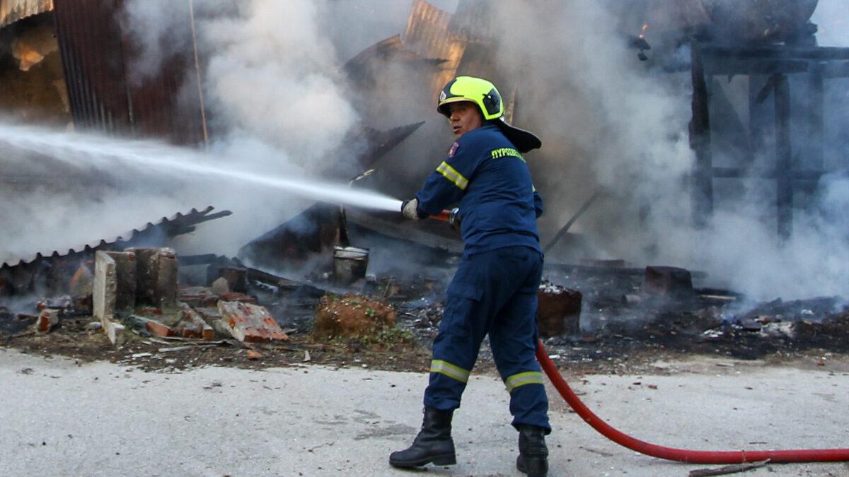 Πυρκαγιά σε αποθήκη στη Ραφήνα - 10/3/2021