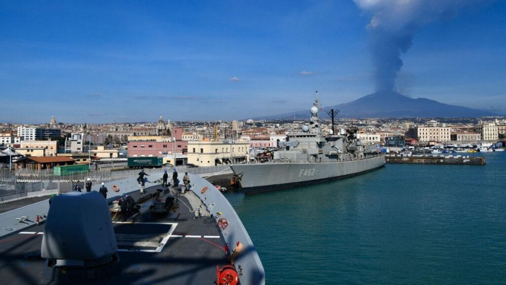 Η Φρεγάτα Κουντουριώτης (F462) στο λιμάνι της Κατάνιας στο πλαίσιο της Dynamic Manta 21 με την Νατοϊκή Αρμάδα SNMG2