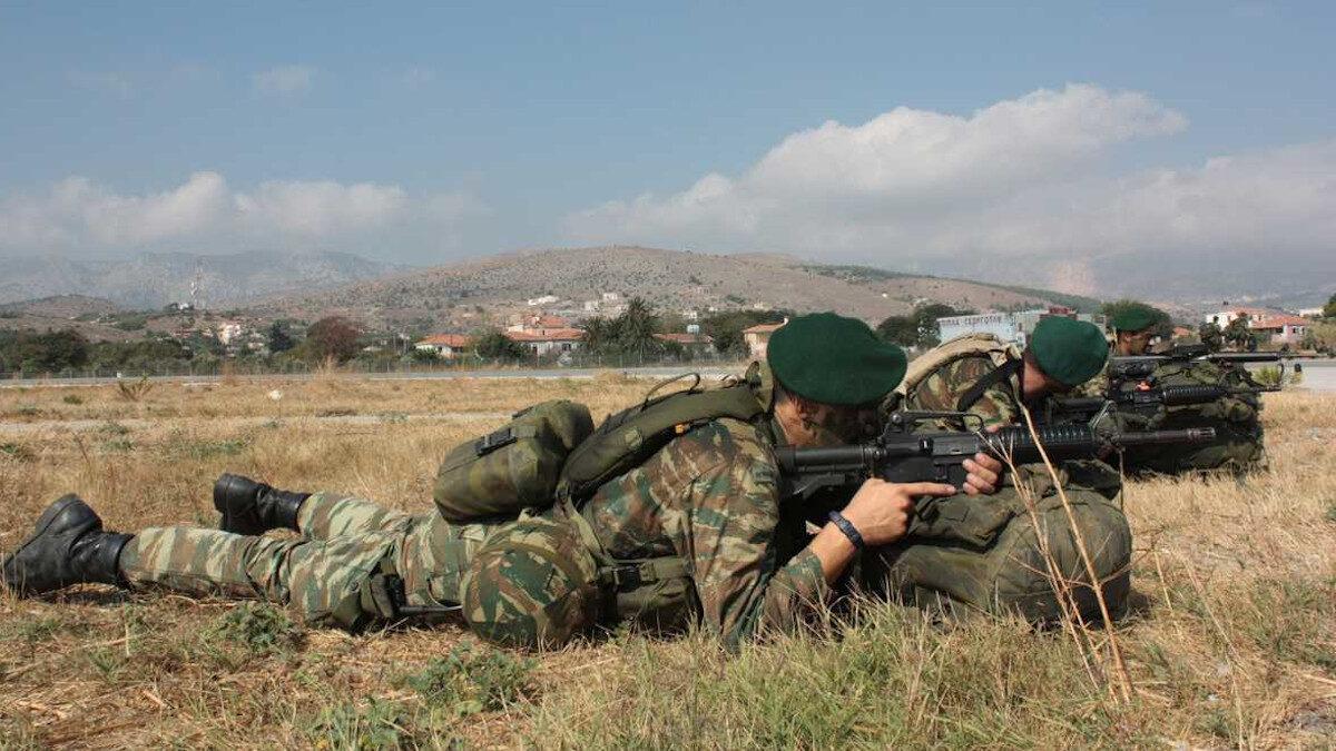 Στρατιώτες Άσκηση της Καταδρομέων ΄Γ ΜΑΚ στη Χίο