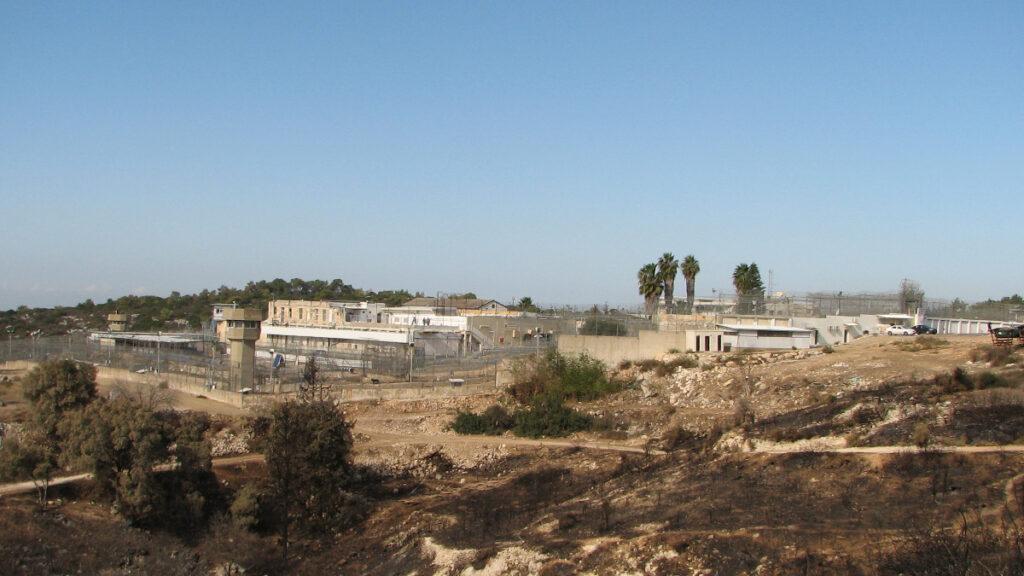 Ισραηλινή Φυλακή Ντάμον που βρίσκεται στο κατεδαφισμένο Παλαιστινιακό χωρίο Khirbat Al-Dumun