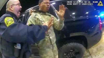 επίθεση αστυνομικών σε έγχρωμο υπολοχαγό στην αμερική