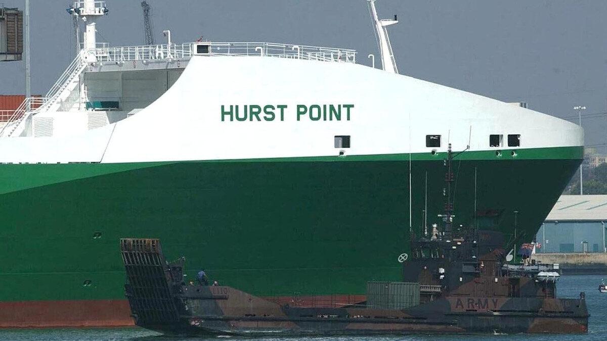Το Βρετανικό μεταγωγικό HURST POINT που είναι ναυλωμένο από τις Ένοπλες Δυνάμεις του Ηνωμένου Βασιλείου για τη μεταφορά στρατευμάτων και πολεμικού υλικού - 2004