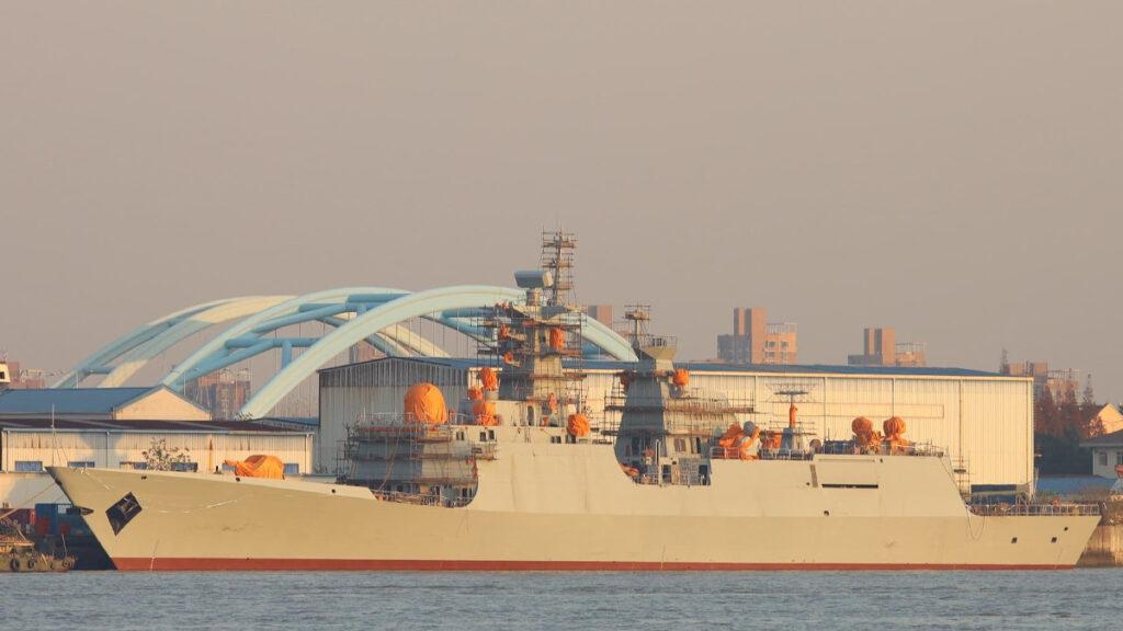 Η πρώτη φρεγάτα Τ054, κινεζικής κατασκευής, που αναμένεται να παραδοθεί στο Πολεμικό Ναυτικό του Πακιστάν