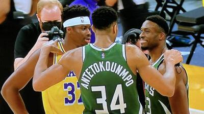 Τα αδέρφια Αντετοκούνμπο γράφουν ιστορία στο NBA παίζοντας ταυτόχρονα στον αγώνα La Lakers - Bucks