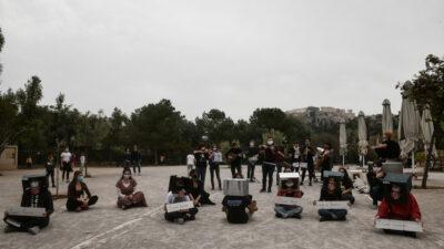 Φοιτητές - καλλιτεχνικό δρώμενο - Διαμαρτυρία - 'Ένας χρόνος με κλειστά Πανεπιστήμια, ένας χρόνος μακριά από το χώρο των σπουδών μας