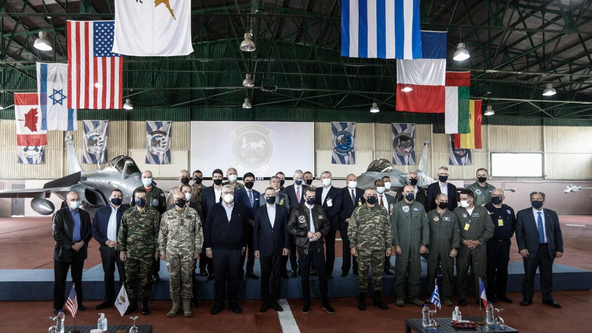 """Ο Πρωθυπουργός Κυριάκος Μητσοτάκης στην αεροπορική άσκηση """"ΗΝΙΟΧΟΣ 2021"""", στην 117 ΠΜ στην Ανδραβίδα Ηλείας, την Τρίτη 20 Απριλίου 2021."""