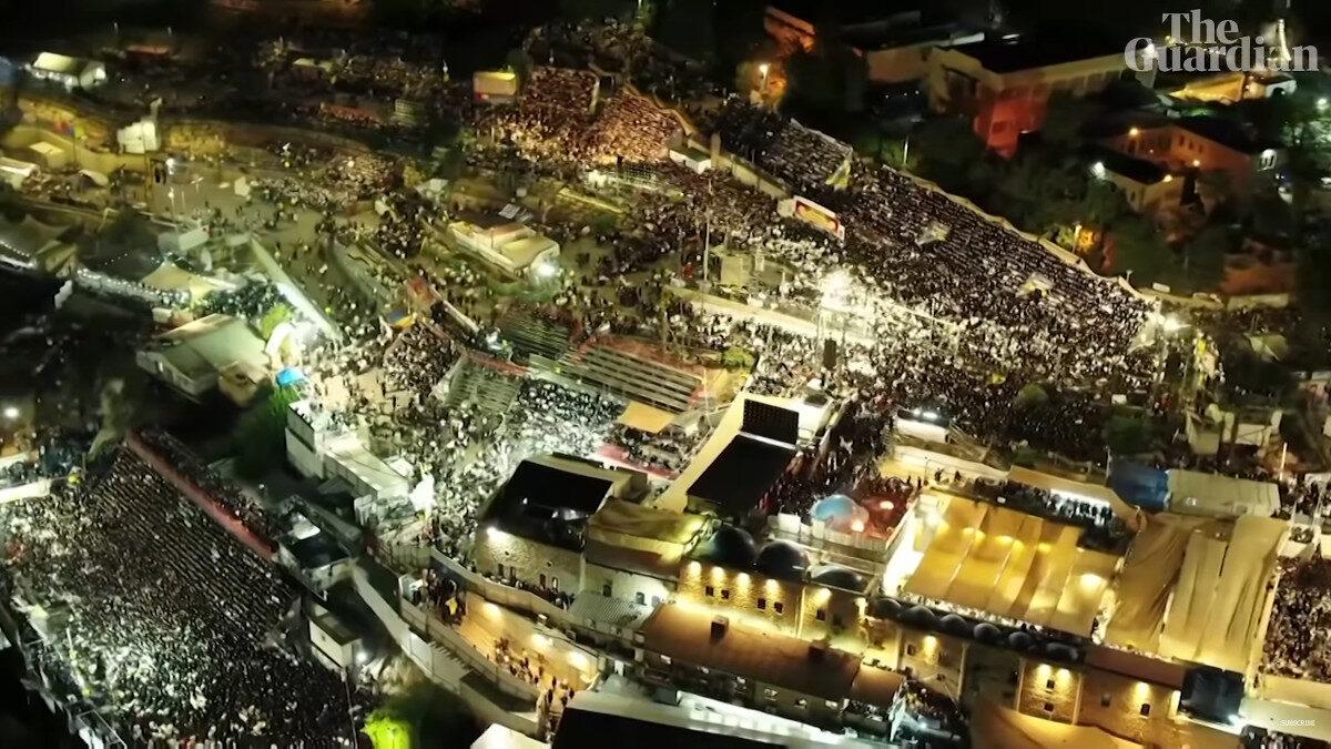 Στιγμιότυπο από βίντεο του THE GUARDIAN για τη θρησκευτική γιορτή στο Όρος Μερόν, Ισραήλ