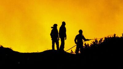 Πυροσβέστες σε κατάσβεση