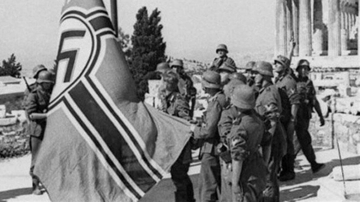 Ύψωση της σημαίας της Ναζιστικής Γερμανίας στην Ακρόπολη των Αθηνών - 27 Απριλίου 1941