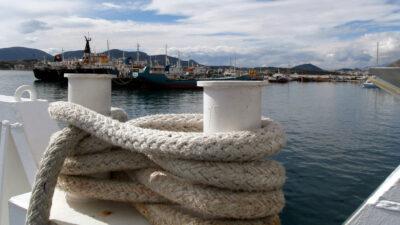 (Φωτό αρχείου) Πλοίο προσεγγίζει το λιμάνι της Σαλαμίνας