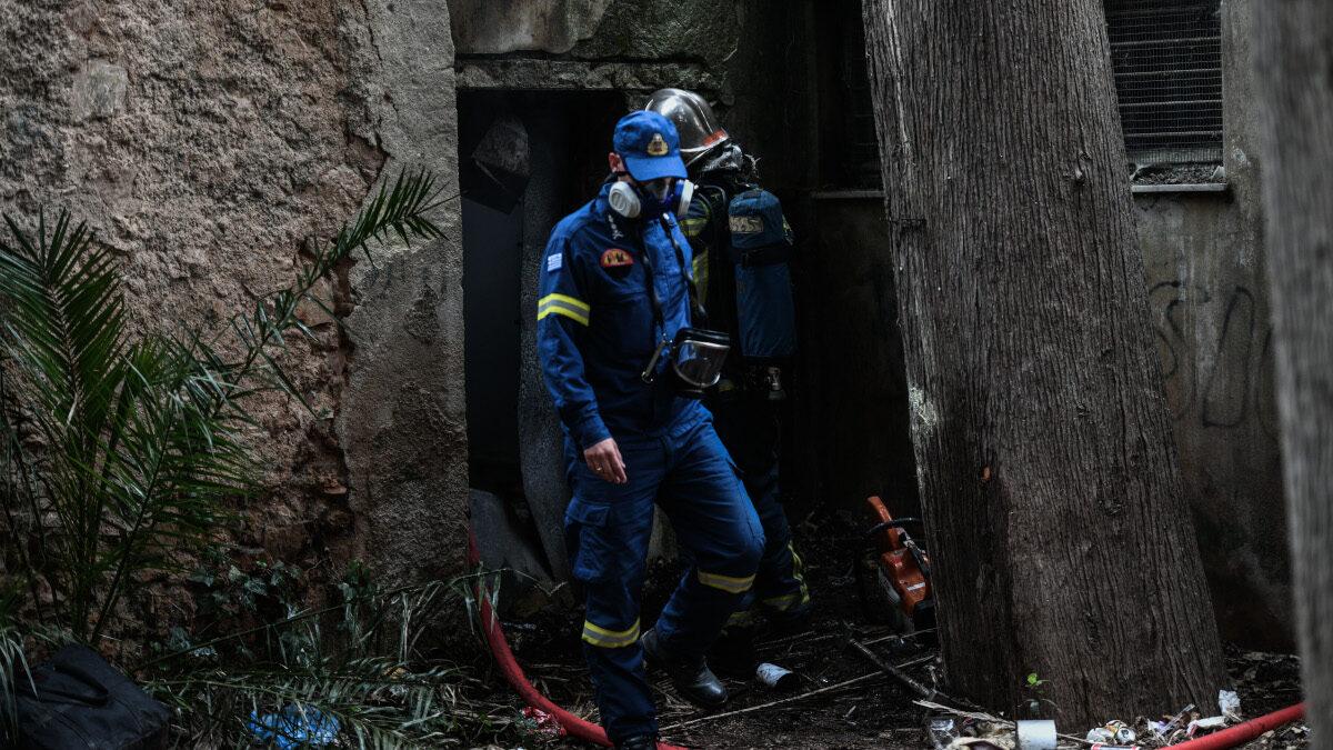 Πυρκαγιά σε κτήριο μέσα στο άλσος της Καισαριανής, την Παρασκευή 16 Απριλίου 2021