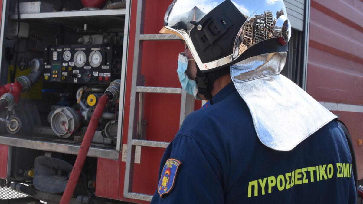 Πυρκαγιά σε αποθήκη Αργολίδα - Πυροσβέστες - Πυροσβεστική Υπηρεσία