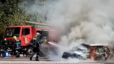 Πυροσβεστική / Κατάσβεση πυρκαγιάς σε φλεγόμενο όχημα στην Αττική