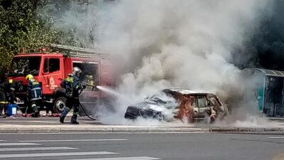Κατάσβεση πυρκαγιάς σε αυτοκίνητο