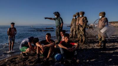 Πρόσφυγες από το Μαρόκο στη Θέουτα της Ισπανίας