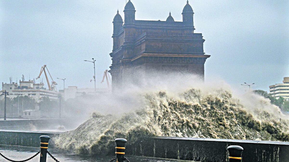 Εικόνα από τον κυκλώνα στην Ινδία