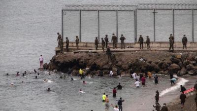 Ανάπτυξη στρατευμάτων σε παραλία για τις εισροές μεταναστών