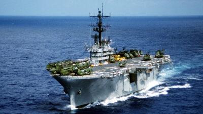 """Το αμερικανικό πλοίο αμφίβιων επιθέσεων """"USS_Iwo_Jima"""""""