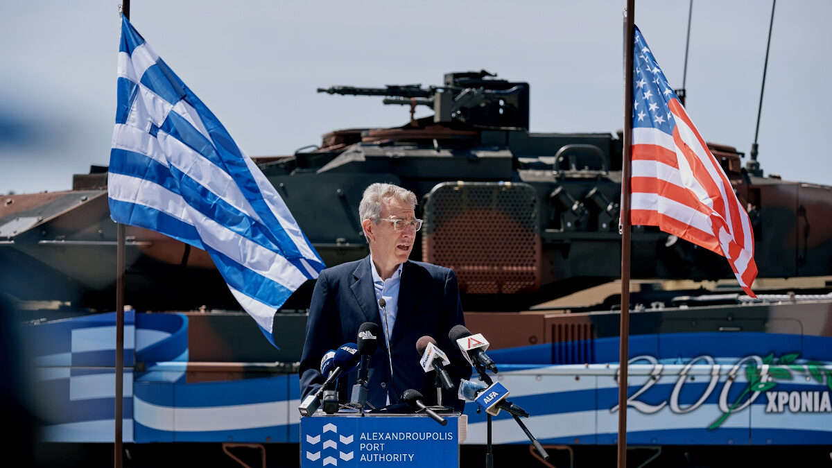 Ο Πρέσβης Τζ. Πάιατ στη υποδοχή στρατευμάτων των ΗΠΑ στην Αλεξανδρούπολη για την Άσκηση Defender Europe 21